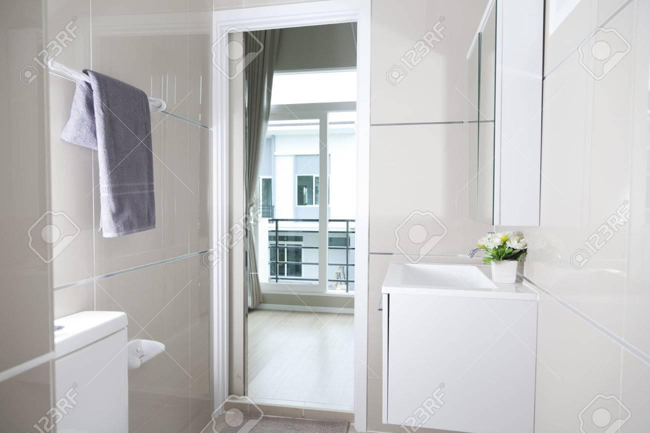 Schöne Badezimmer Lizenzfreie Fotos, Bilder Und Stock Fotografie ...