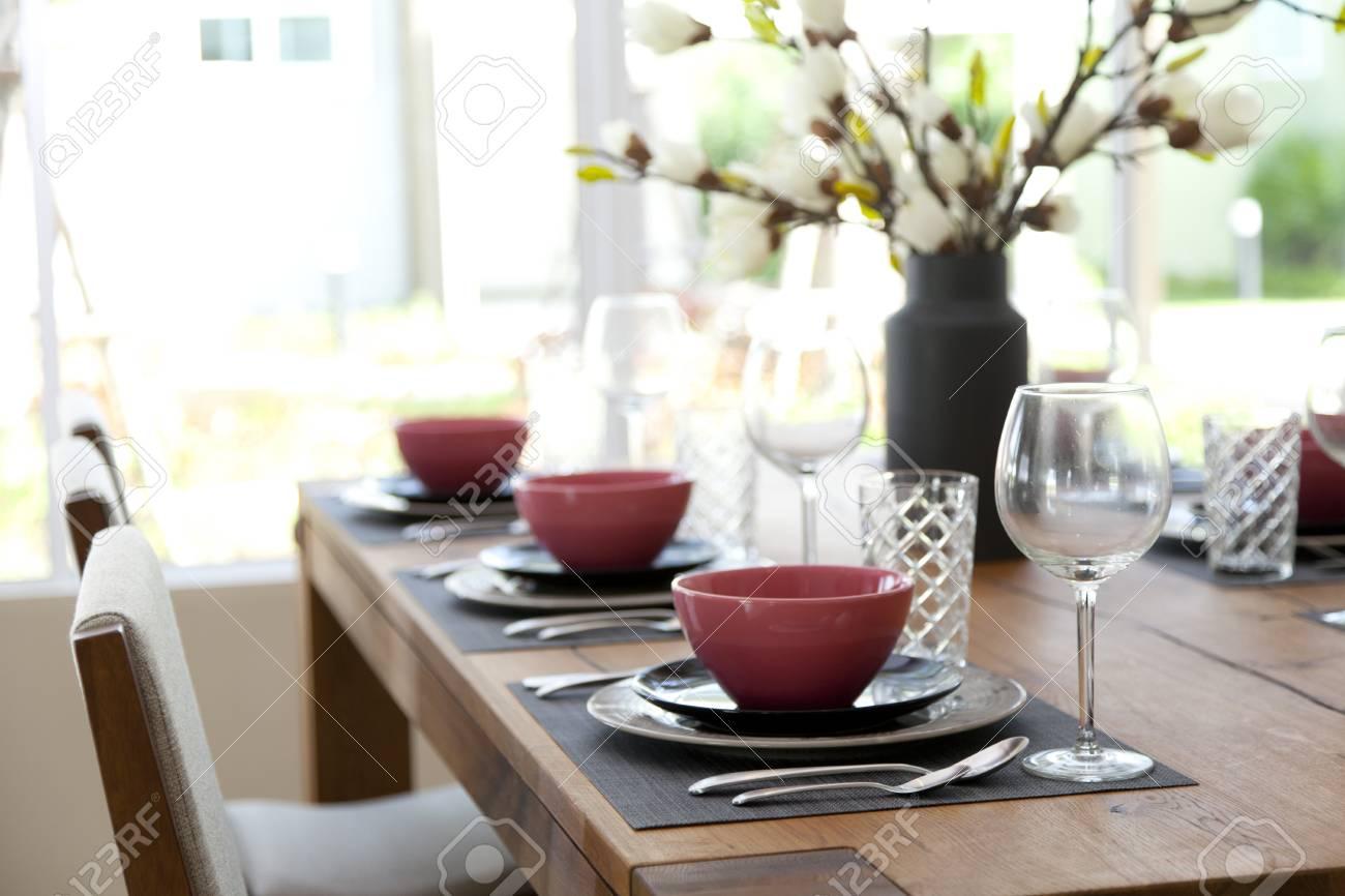 Tischdeko Im Esszimmer Lizenzfreie Fotos Bilder Und Stock