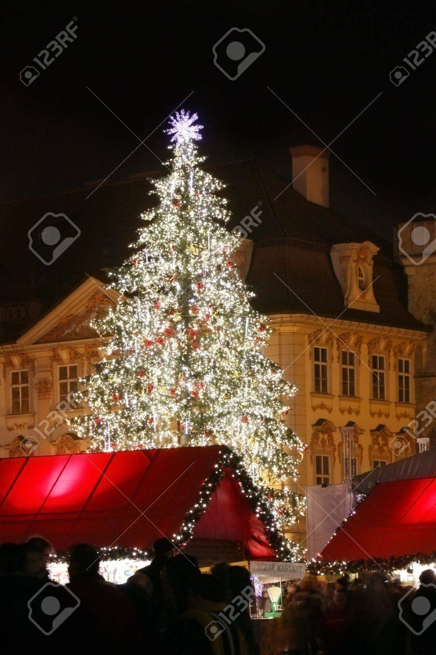Czech republic - metropolises Prague . Staromestske square with christmas tree Stock Photo - 7593522