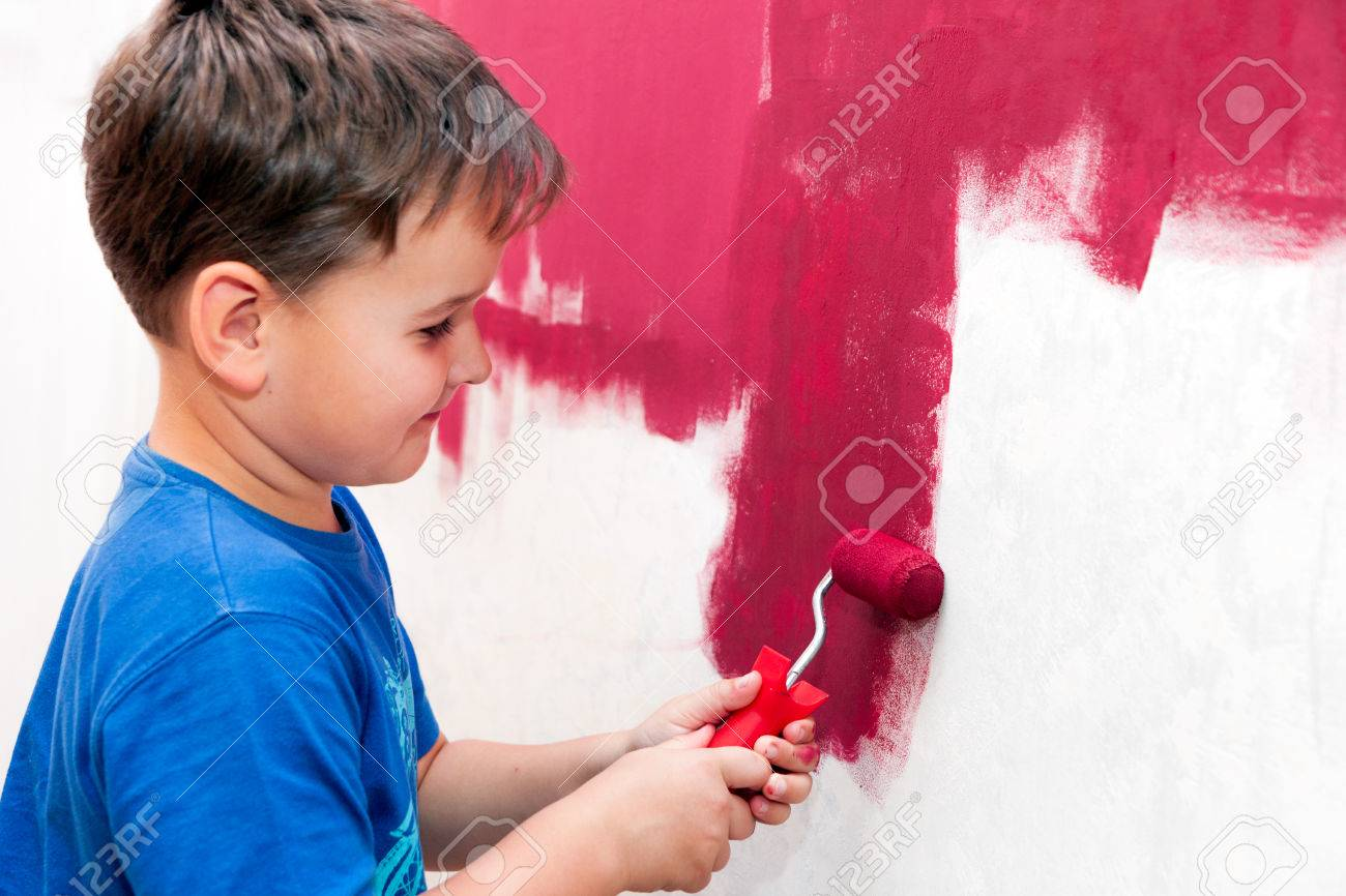 boy painting the wall red in the apartment Stock Photo - 38364600