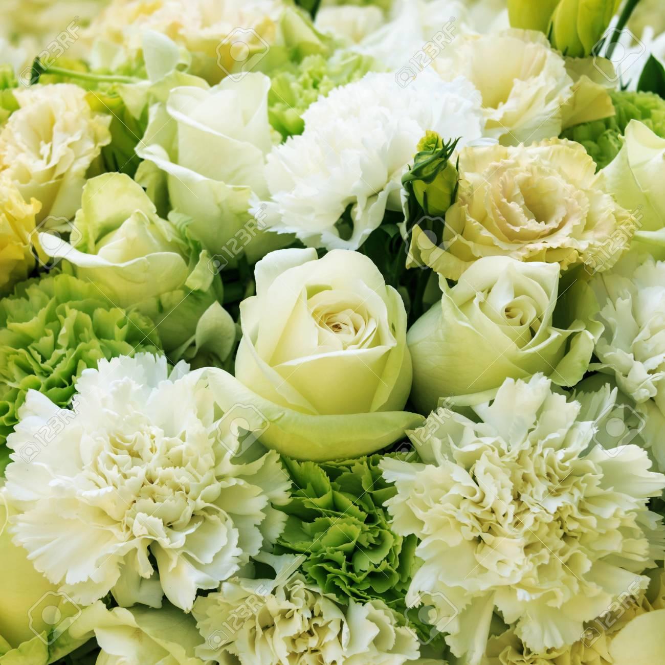Hochzeitsstrauss Mit Rosen Und Nelken Hintergrund Lizenzfreie Fotos