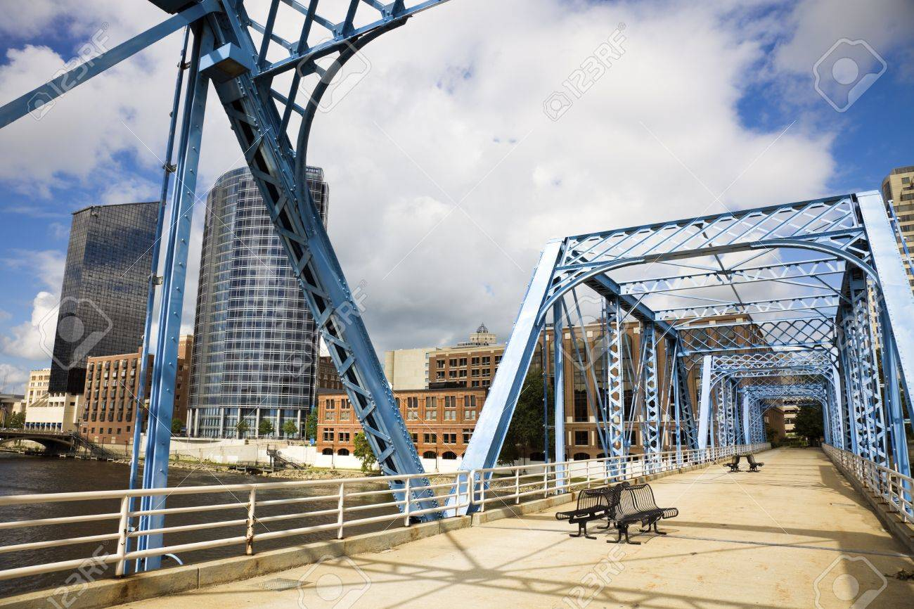 Blue bridge in Grand Rapids, Michigan, USA. Stock Photo - 7489023