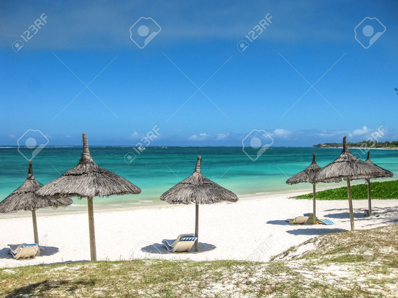 Thatch palapa umbrellas in the famous Belle Mare Beach, Mauritius, Indian Ocean, Africa. Stock Photo - 45589200