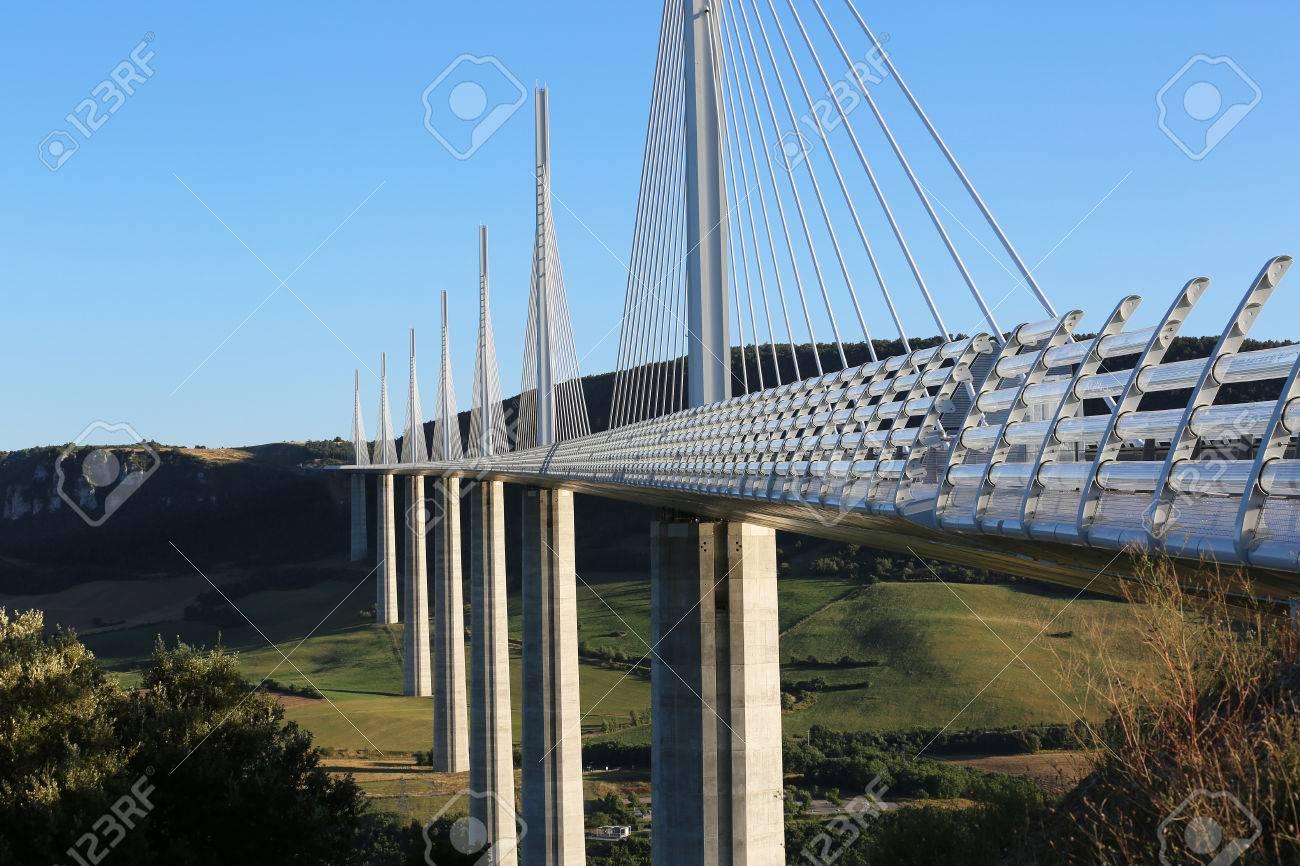 Millau France Le 21 Aout 2016 Le Viaduc De Millau Est Le Plus Haut Pont Du Monde Avec Un Sommet De Mat A 343 Metres Dessus De La Base De La