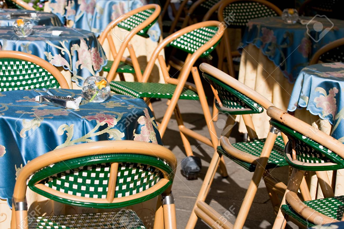 Table and chairs Stock Photo - 11805191
