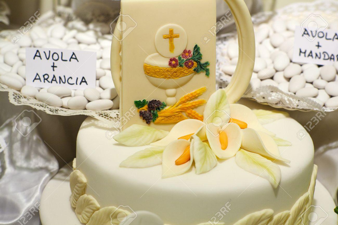 Très Torta E Decorazioni Per La Celebrazione Della Prima Comunione Foto  KK69