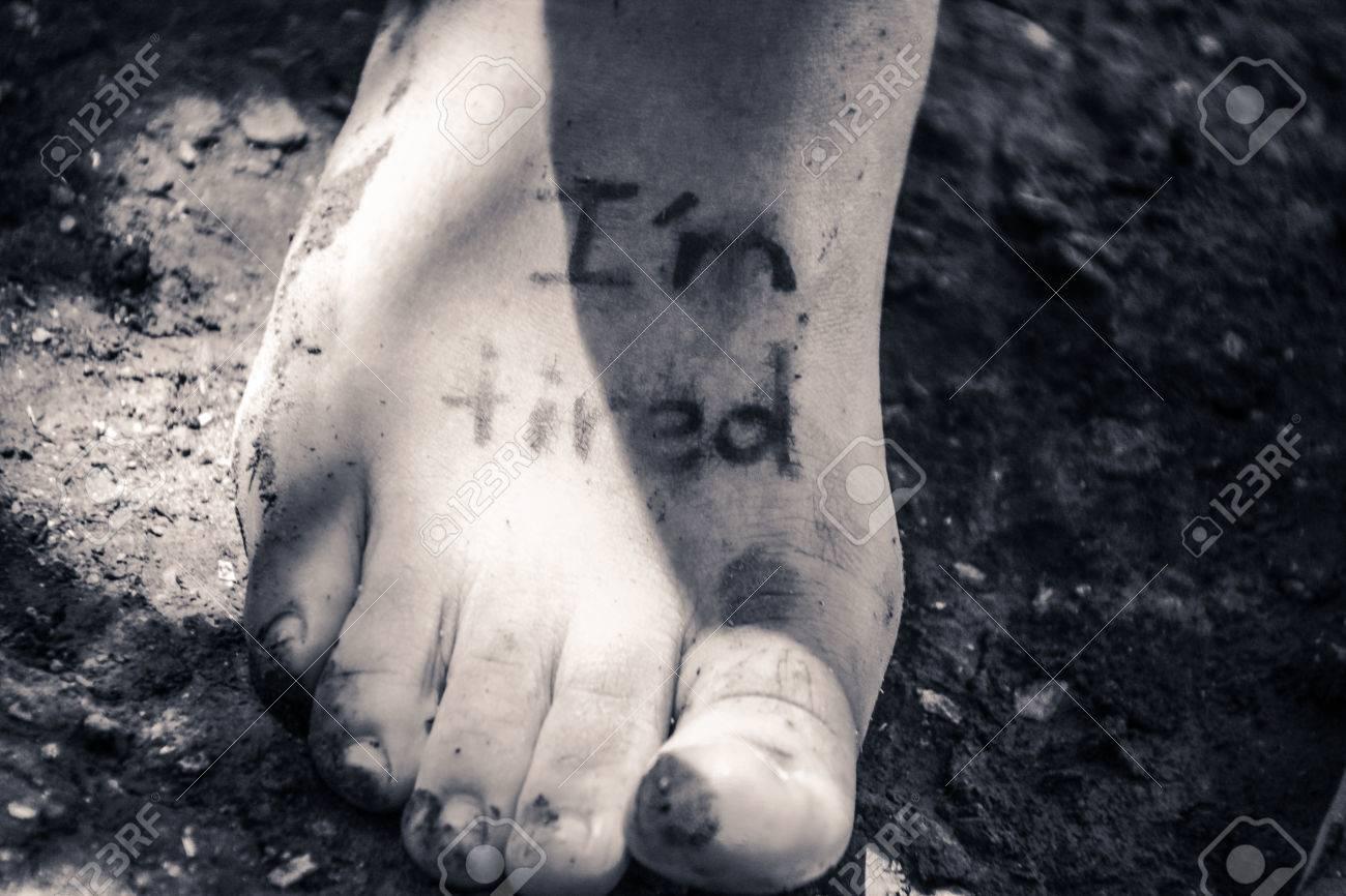Fotografía De Un Pie Humano Y La Frase Estoy Cansado