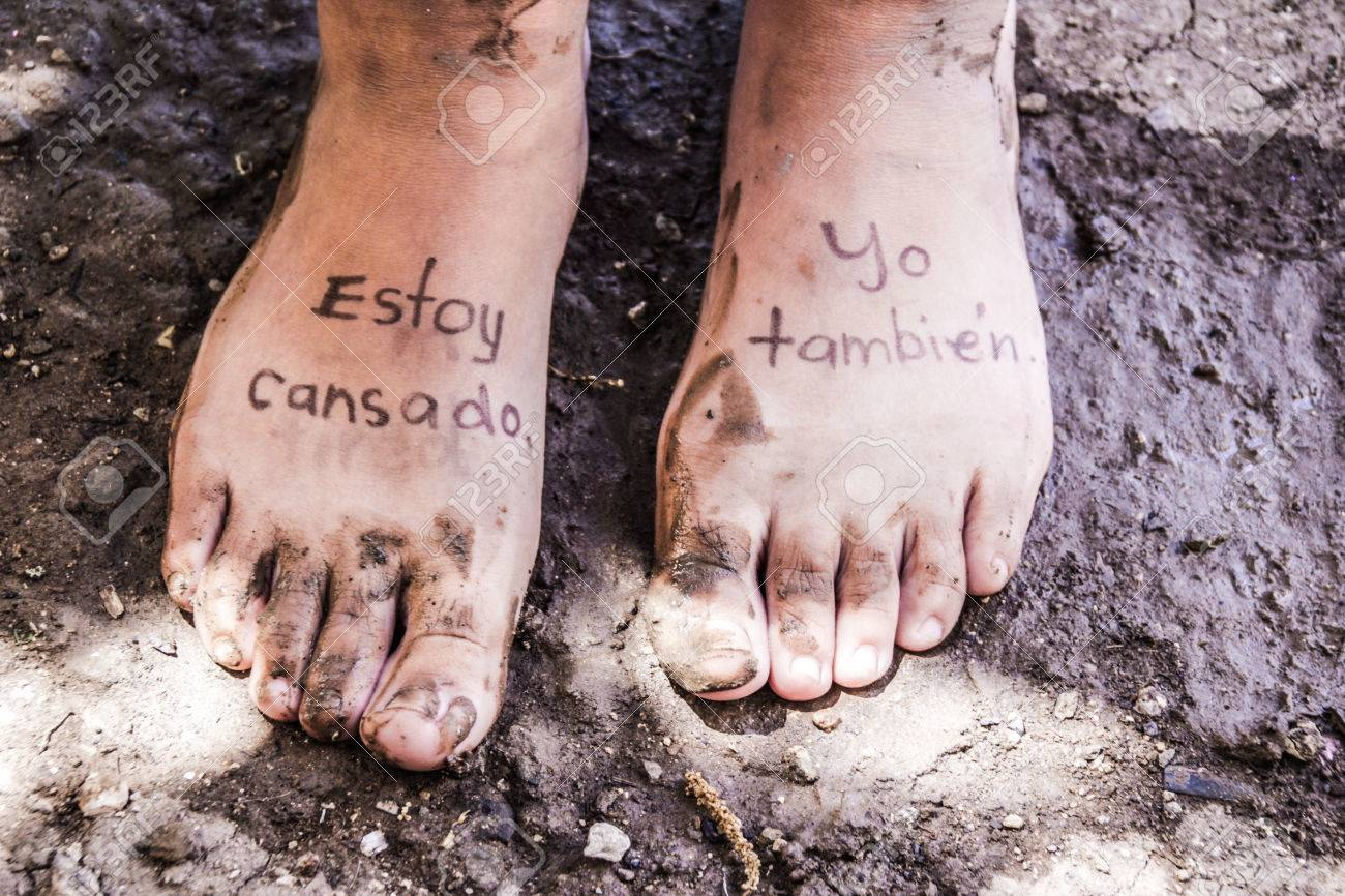 Photograph Of A Pair Of Human Feet And The Phrase In Spanish