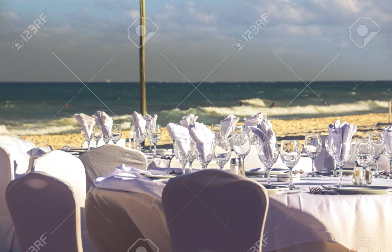 Foto Von Einigen Tischen Und Dekoration Fur Eine Hochzeit Am Strand