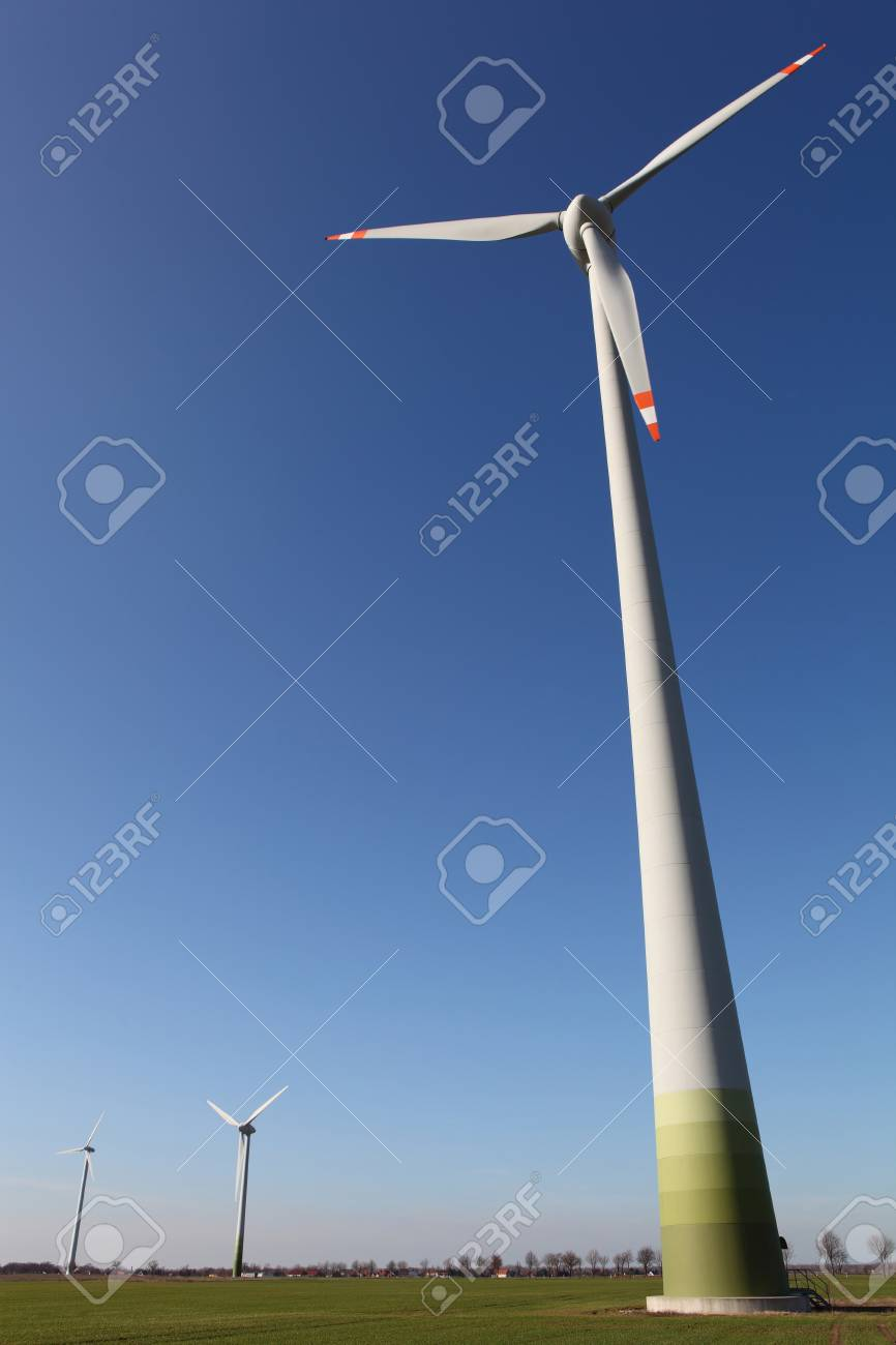 Wind engine in front of a perfect blue sky Stock Photo - 7648283