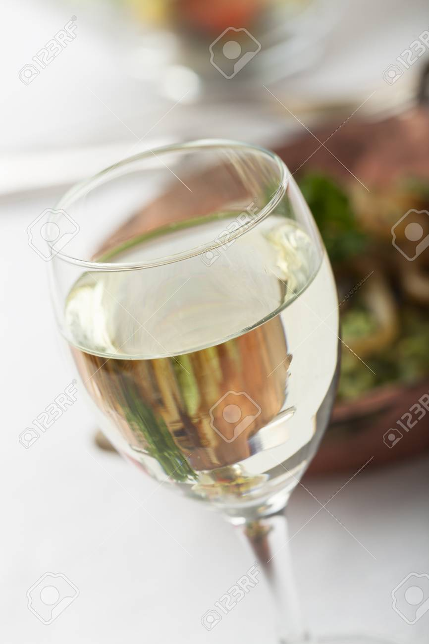 white wine and spinach spaetzle with salad Stock Photo - 17318200