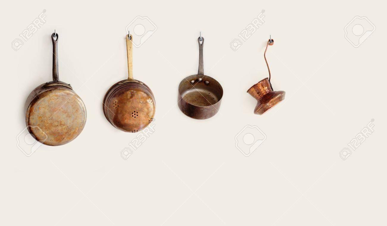 Retro Küchenutensilien Auf Einem Haken Hängt. Old Style Zubehör ...