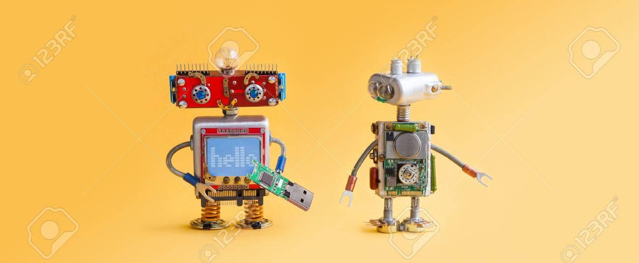 Robots Sur Fond Jaune 4ème Concept D Automatisation De La Révolution Industrielle Maintenance Du Service Informatique Réparations Spécialiste