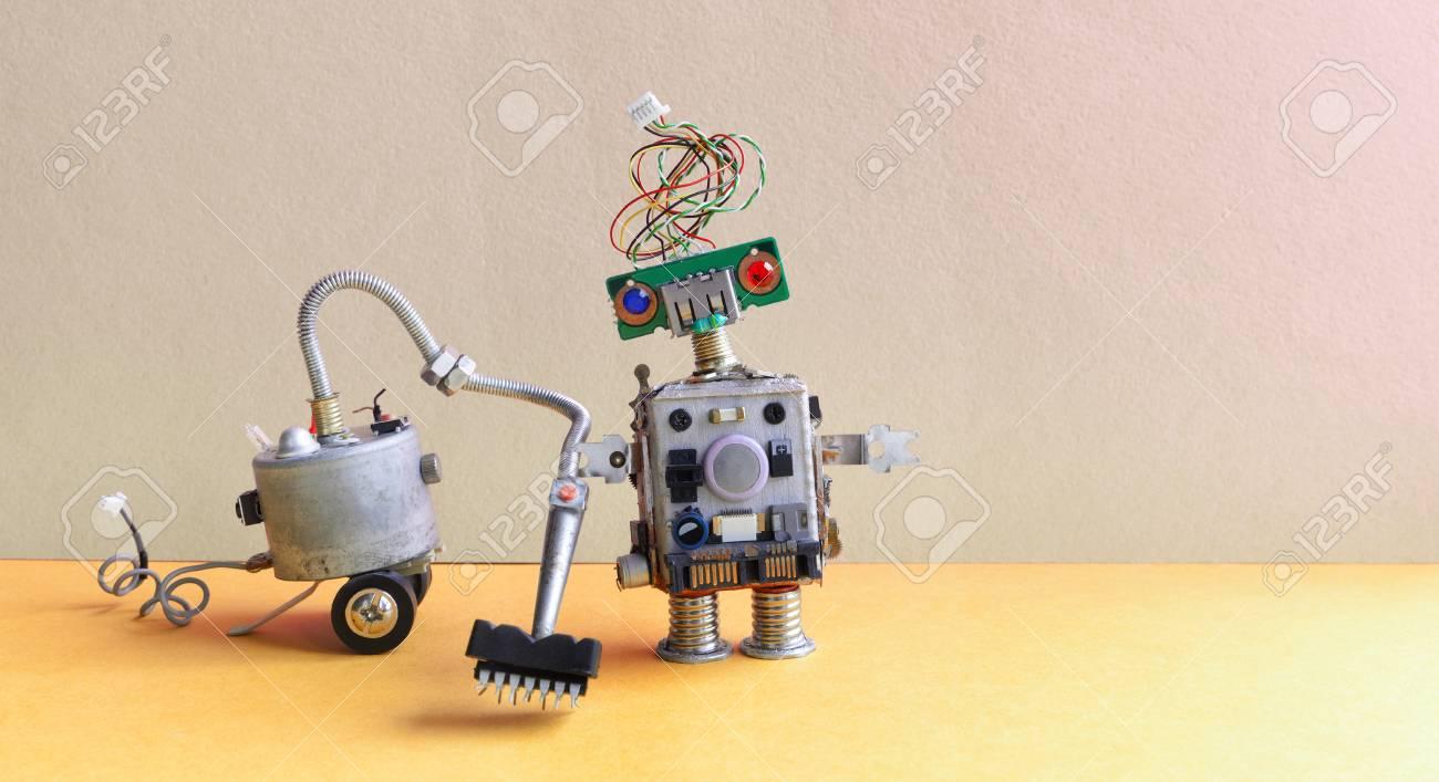 Fußboden Roboter ~ Weiblicher roboter des futuristischen humanoid ist walkihg zum