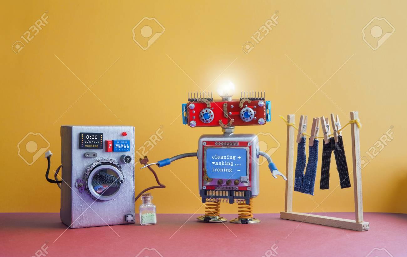 Nettoyage De La Machine À Laver robot automatisation salle de lavage. laveuse robotisée avec message  nettoyage, lavage, repassage. machine à laver en argent, pantalons de jeans  pour