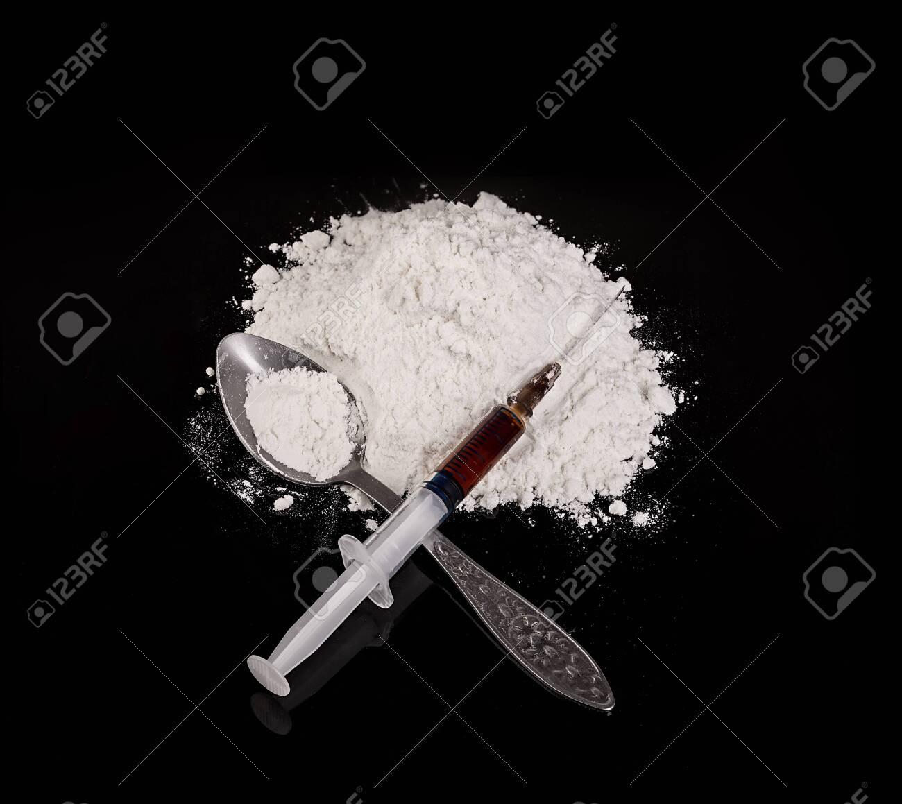 Drug powder, drug syringe and drug on spoon close-up on a black background. - 126197518