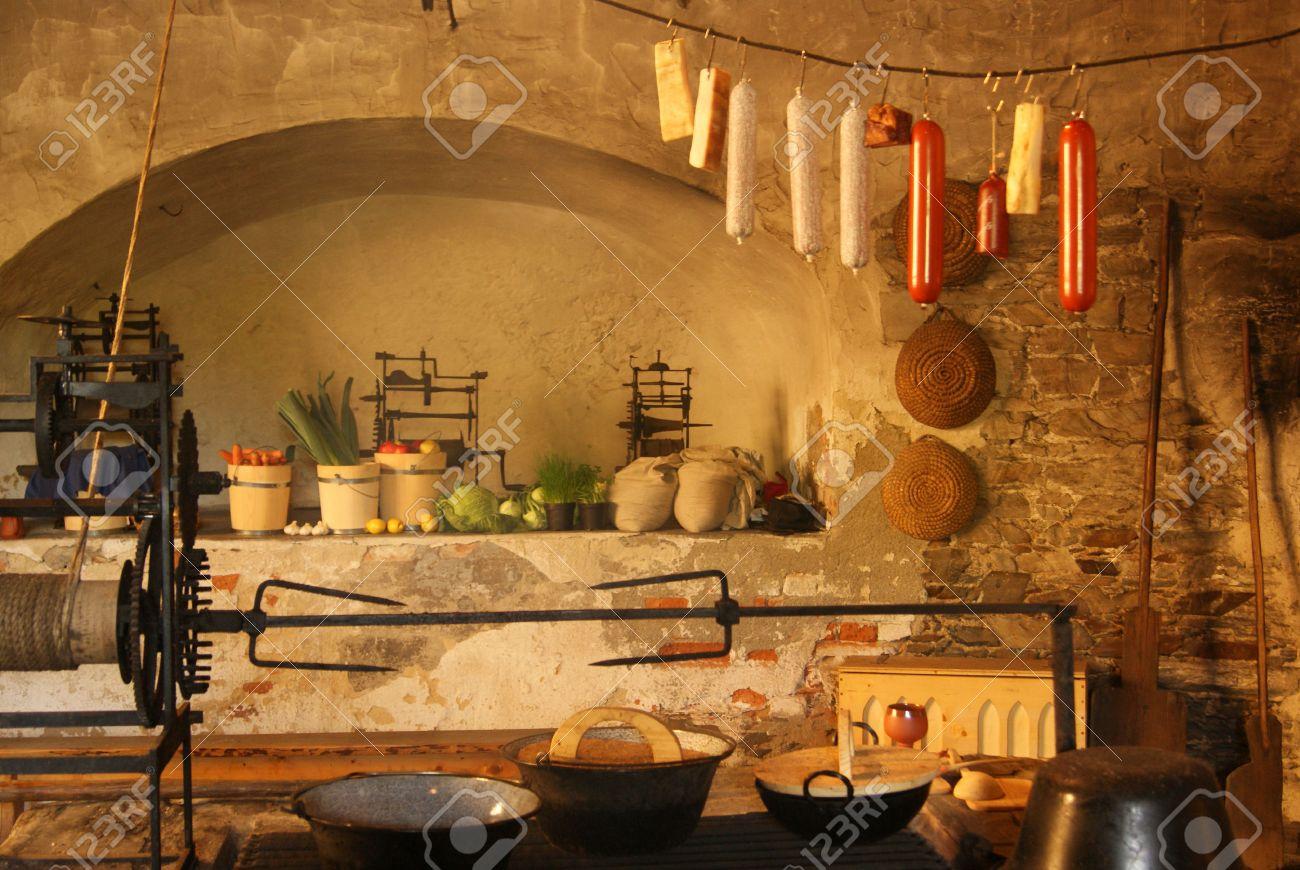 Mittelalterliche Küche Mit Kamin Standard Bild   34344762