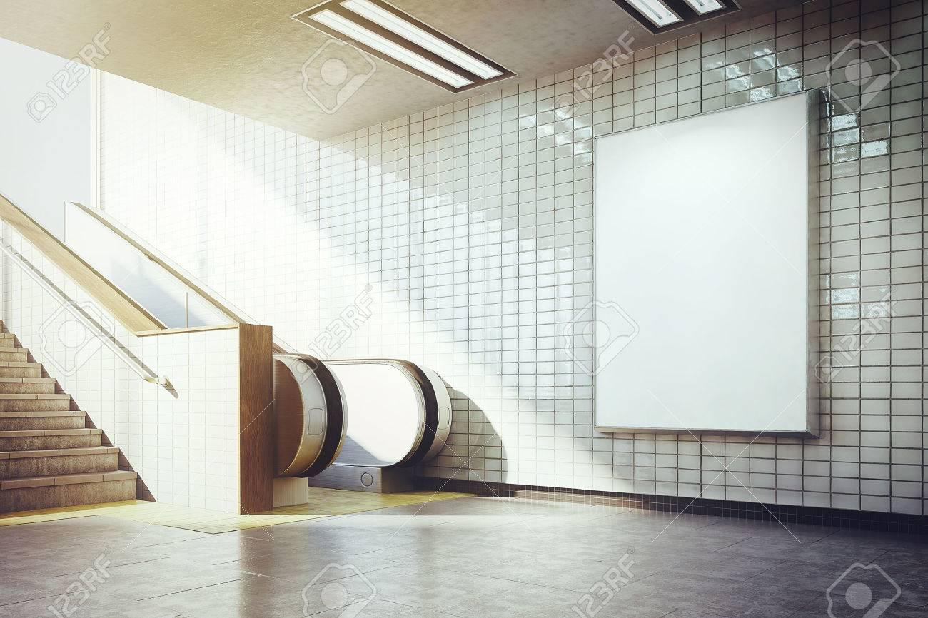Weiße Plakatwand Mockup U Bahn Rolltreppe Mit Lizenzfreie Fotos