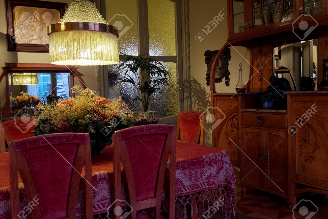 Barcelona Casa Mila Habitaciones Interiores. Las Habitaciones De La ...