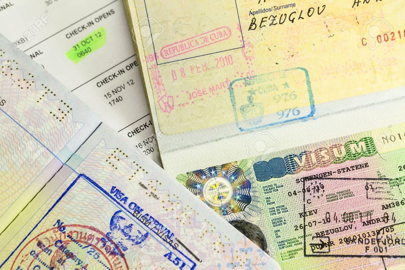 Fesselnd Pässe Mit Kuba, Schengen Und Thailand Visum Briefmarken Standard  Bild 37010513