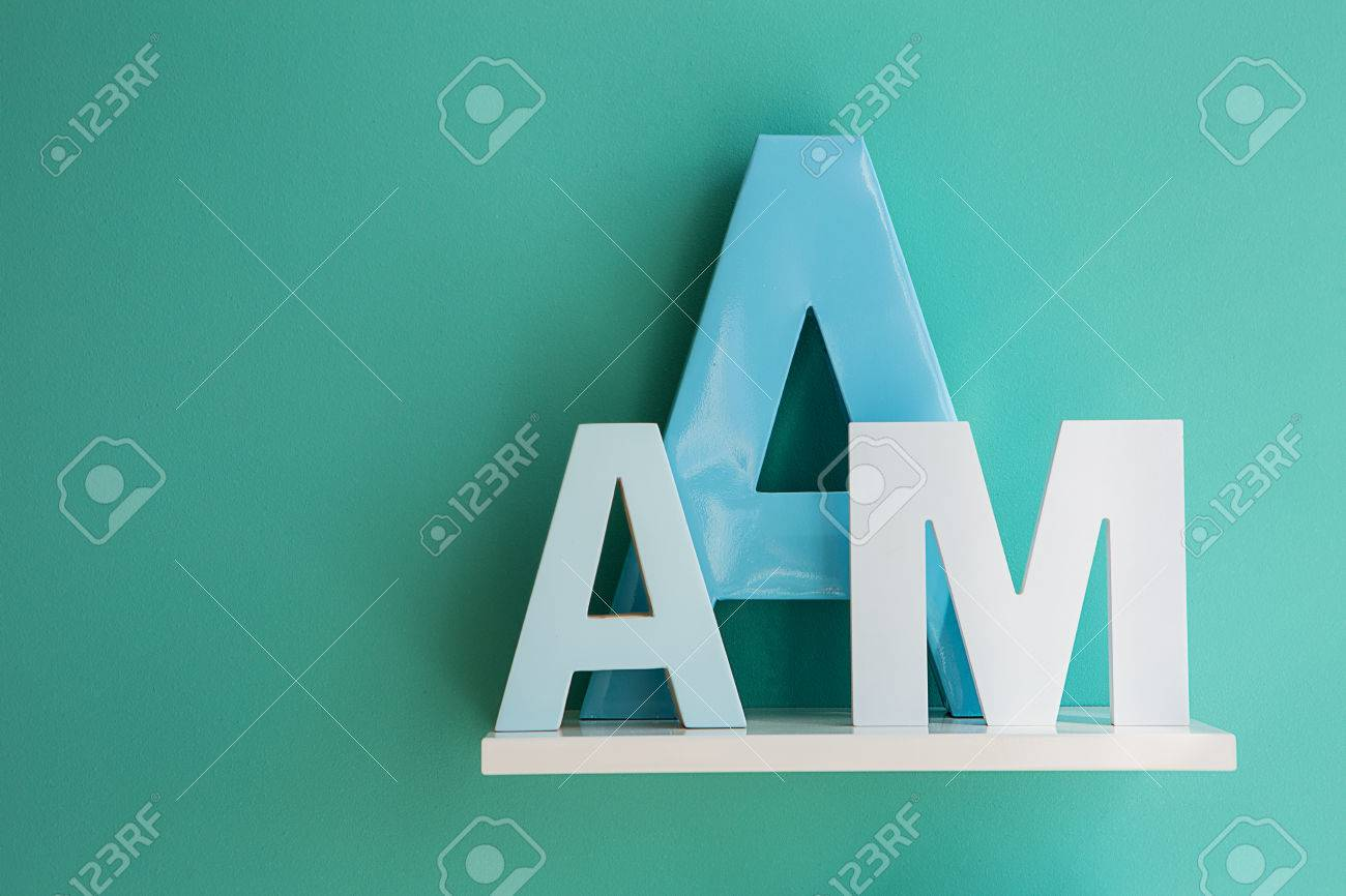Sierletters Voor Op De Muur.Letters Een Kleine En Grote Turquoise Kleur En Letter M Op Een Witte