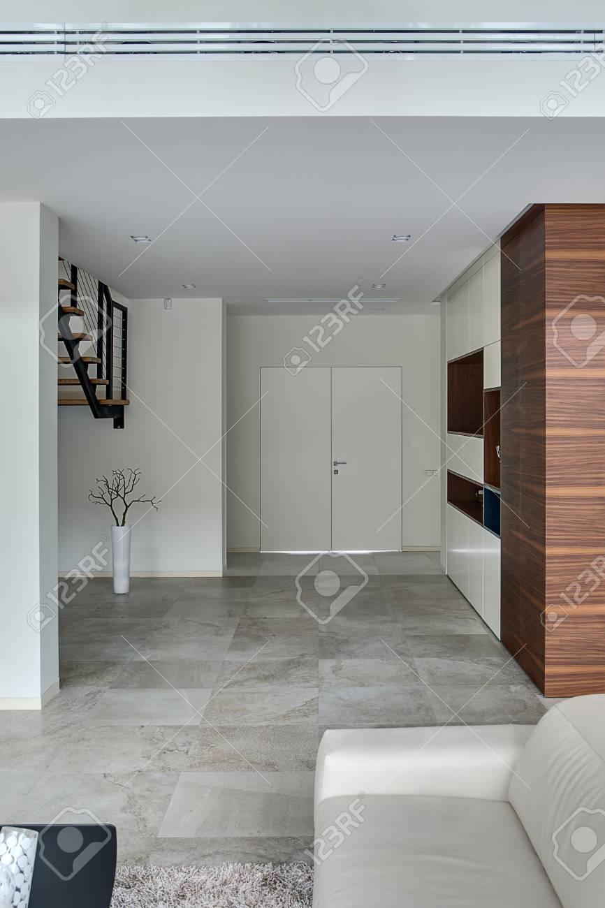 Hall Mit Hellen Wänden Und Hellen Fliesen Auf Dem Boden Vorne Gibt