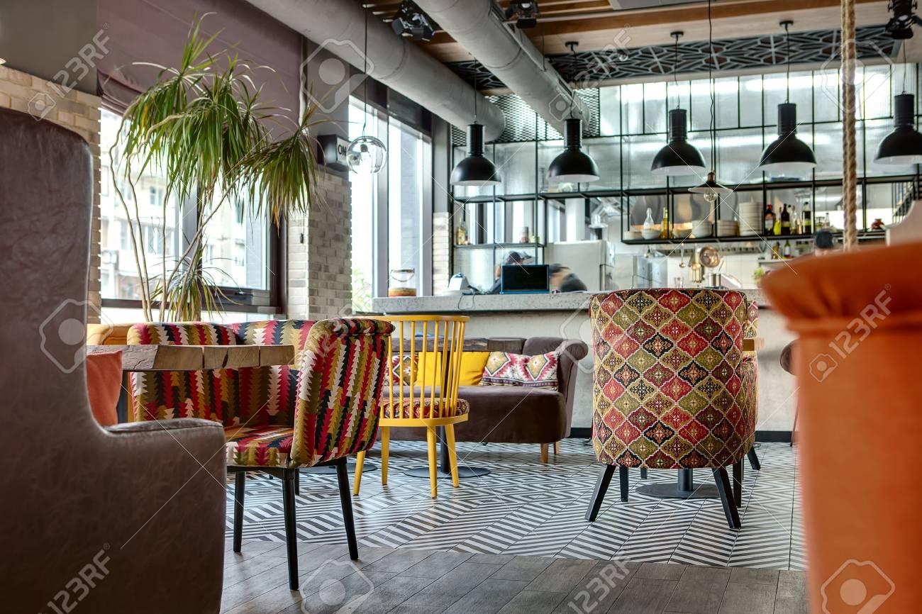 Charming Halle In Einem Loft-Stil In Einem Mexikanischen Restaurant ...