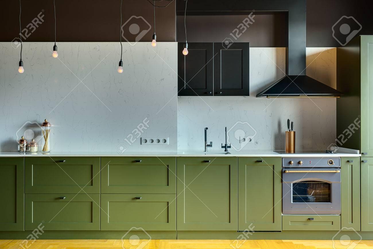 Küche In Einem Modernen Stil Mit Einem Leichten Tischplatte Mit ...