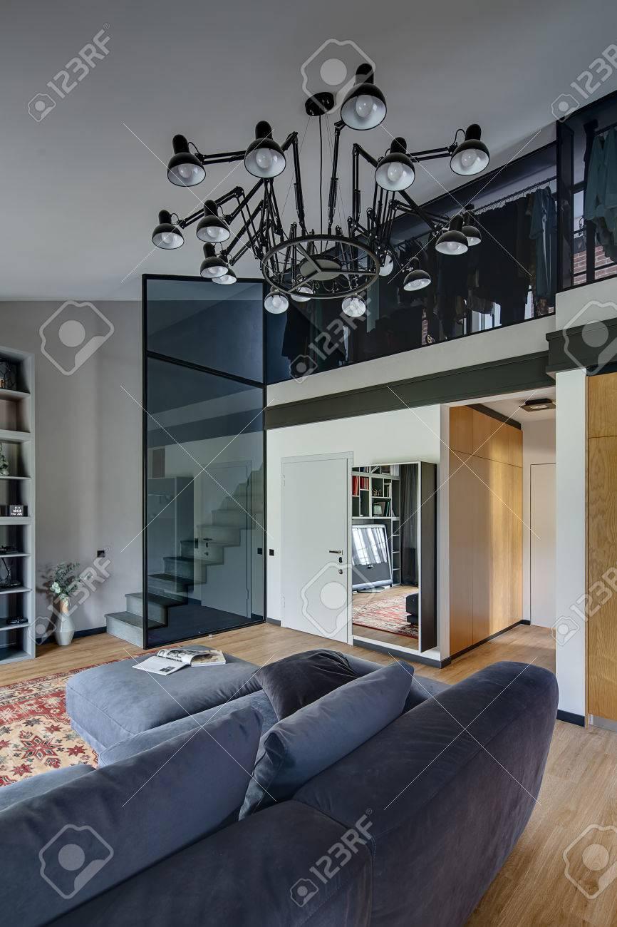 Helle Und Moderne Einrichtung Mit Hellen Wänden Und Parkett Mit