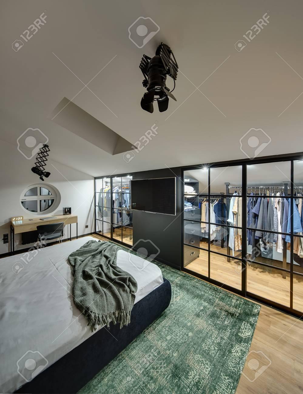 Wunderschöne Moderne Schlafzimmer Mit Garderobe Mit Leuchtenden ...