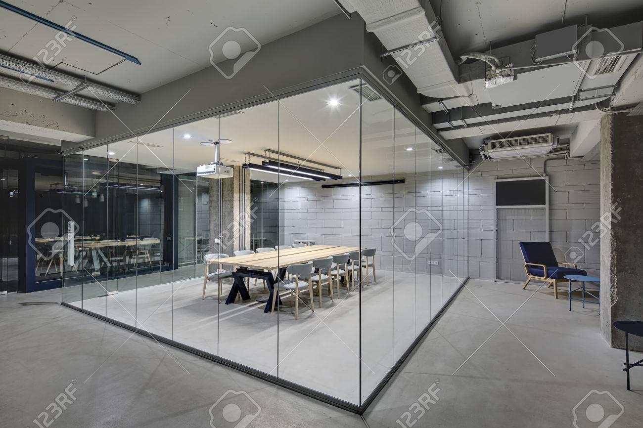Luminous Konferenzzone Im Buro In Einem Loft Stil Mit