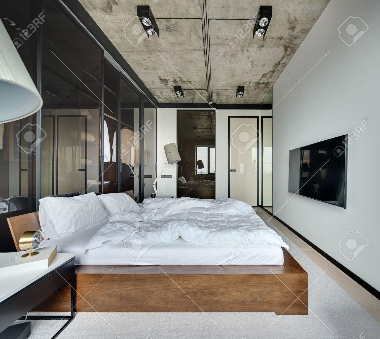Ante Scorrevoli A Soffitto.Immagini Stock Sala In Stile Loft Con Pareti Bianche E Soffitto