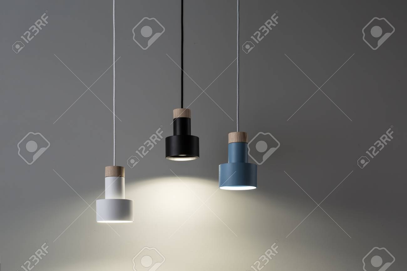 Hangende Leuchtende Bunte Lampen Lizenzfreie Fotos Bilder Und Stock