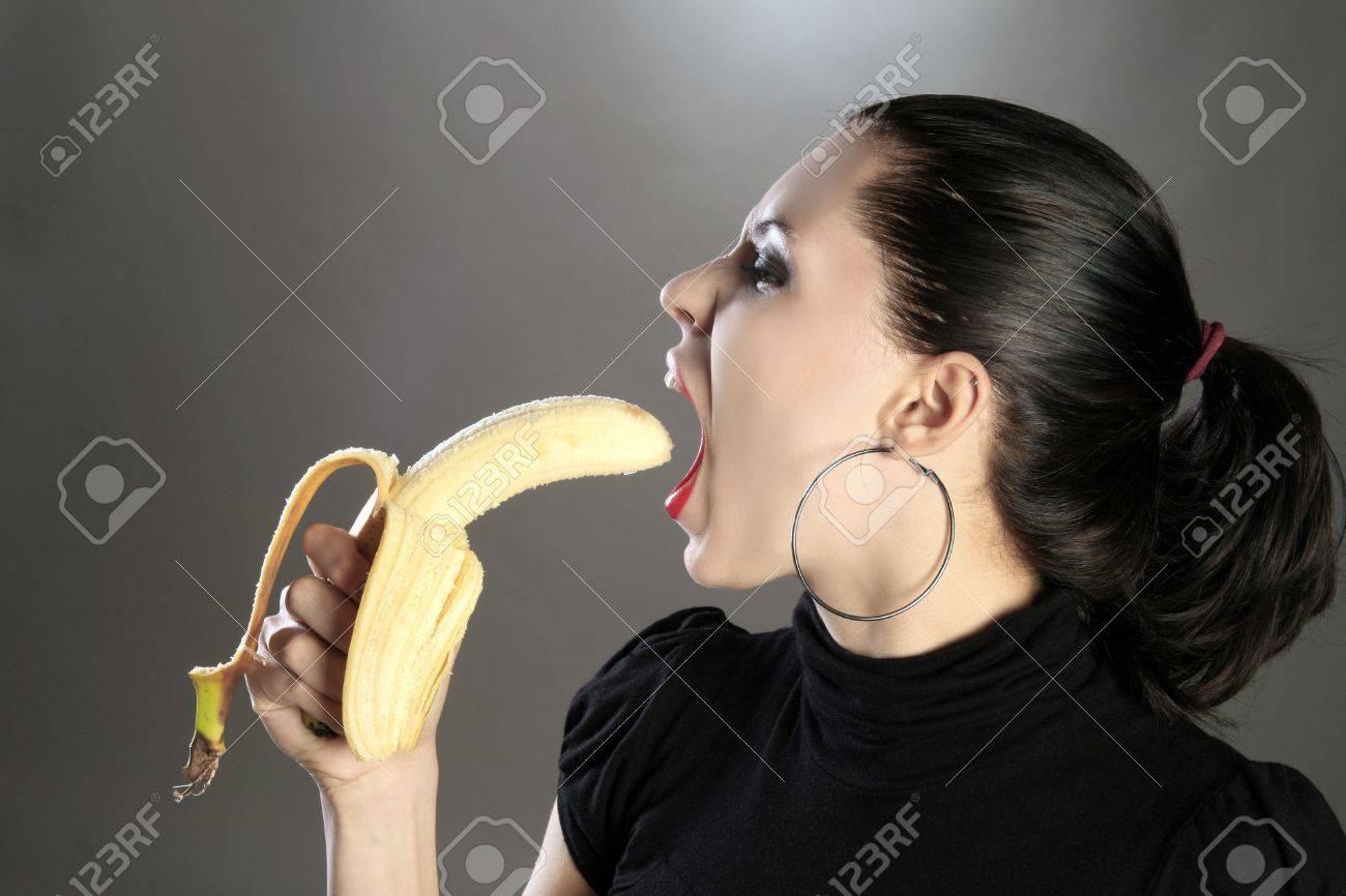 Фото девушки и бананы 12 фотография