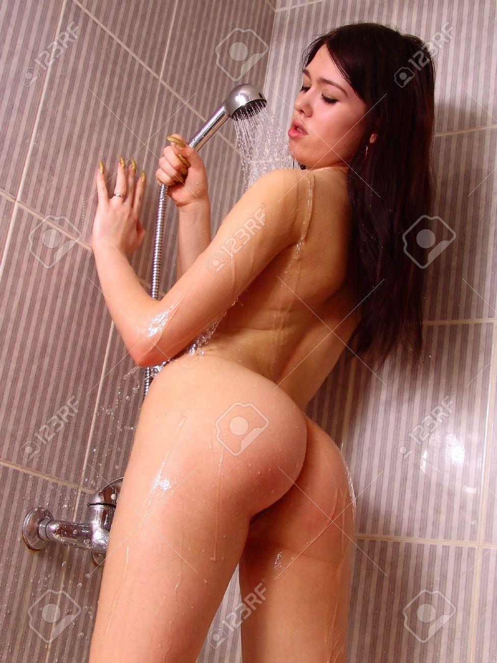Hermosa Chica Morena Desnudas En La Ducha Cuarto De Baño Habitación