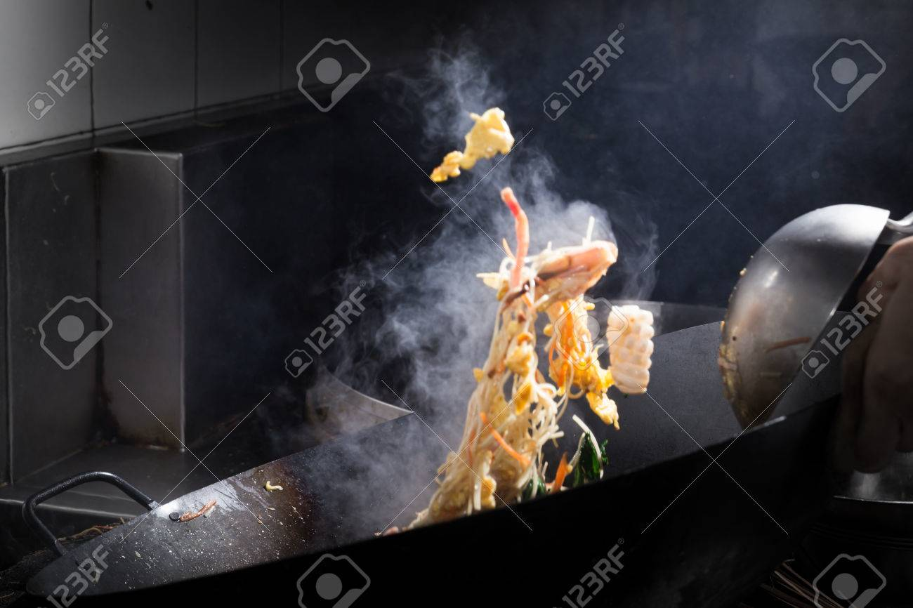 Stir fire cooking on iron pan,motion cooking,stop action - 25580012