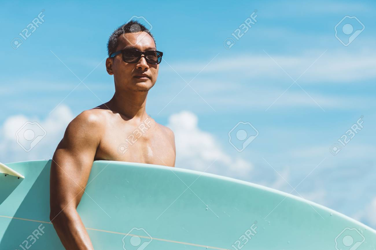 Lifefstyle series : Asian man holding surf board on the beach - 55758344