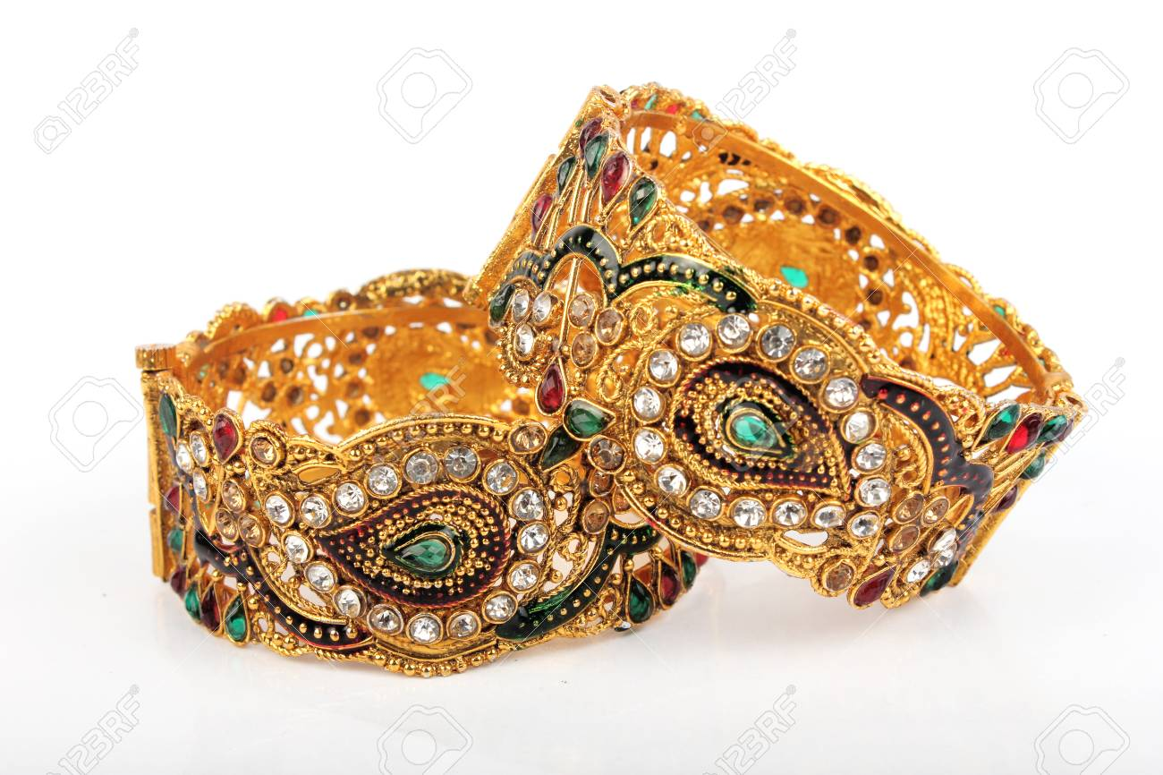 baskets 2019 meilleures ventes une performance supérieure Bangle, Indian bracelets isolated on the white background