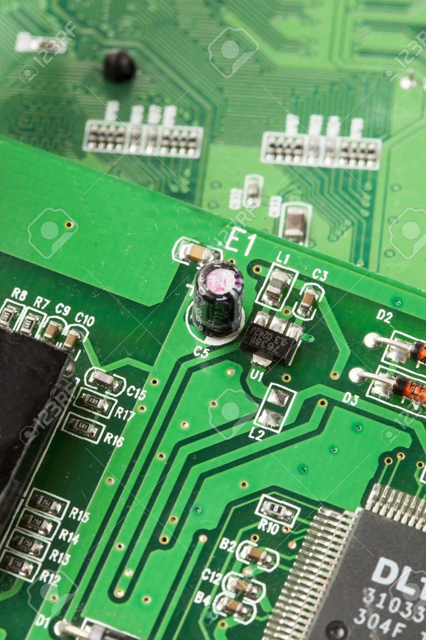Grn Electrical Circuit Board Mit Mikrochips Dirigenten Und Electric Transistoren Standard Bild 19625646