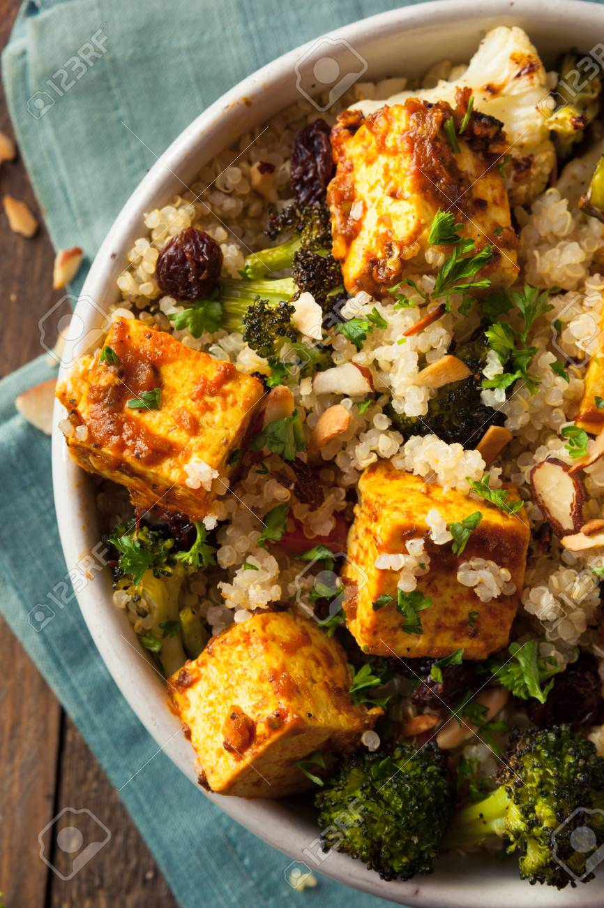 Bol De Tofu Au Quinoa Fait Maison Avec Legumes Et Fines Herbes Rotis Banque D Images Et Photos Libres De Droits Image 54536369