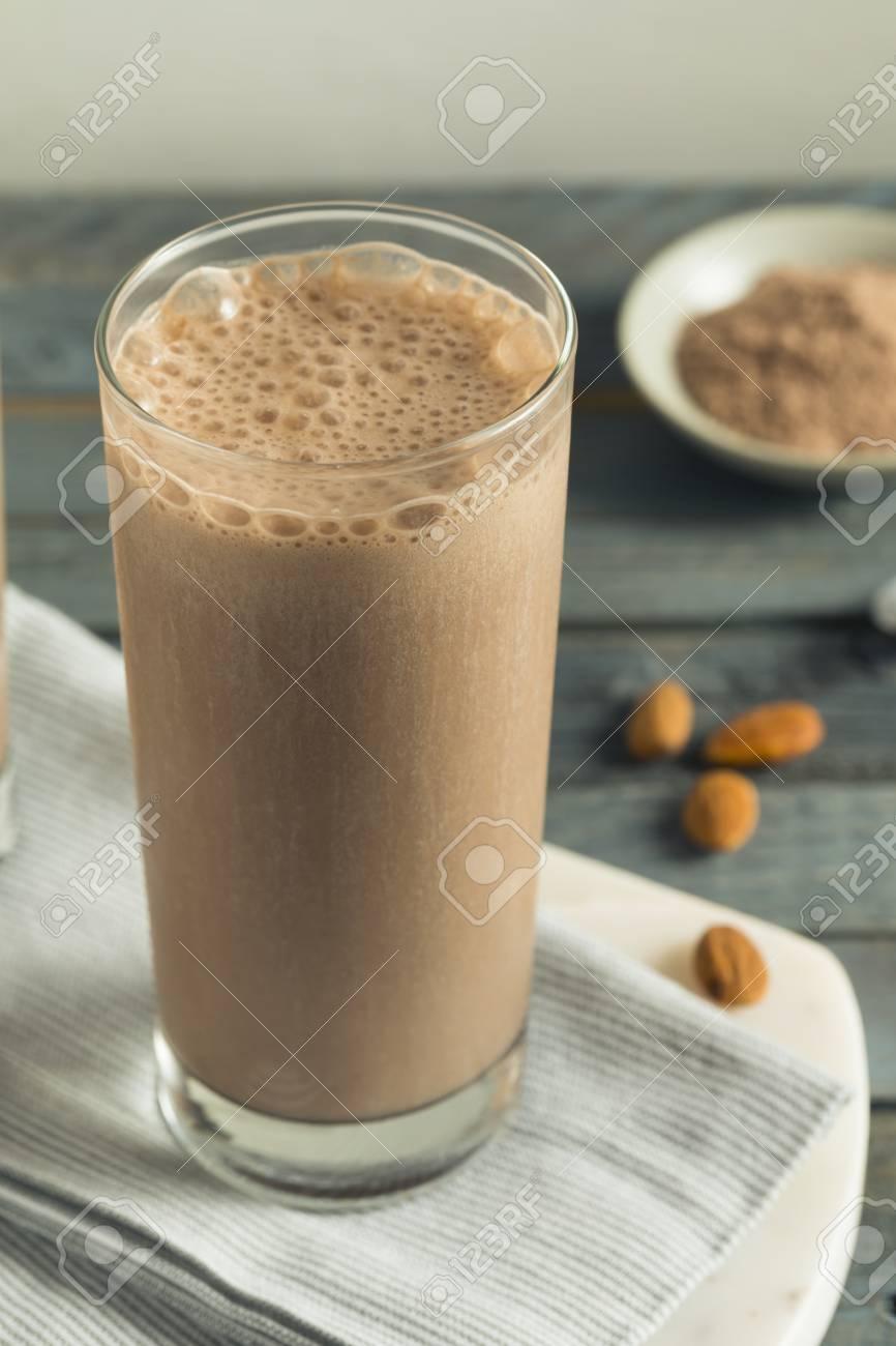 Shake Proteine Fait Maison De Proteine Au Chocolat Avec Du Lait D Amande Banque D Images Et Photos Libres De Droits Image 85763656