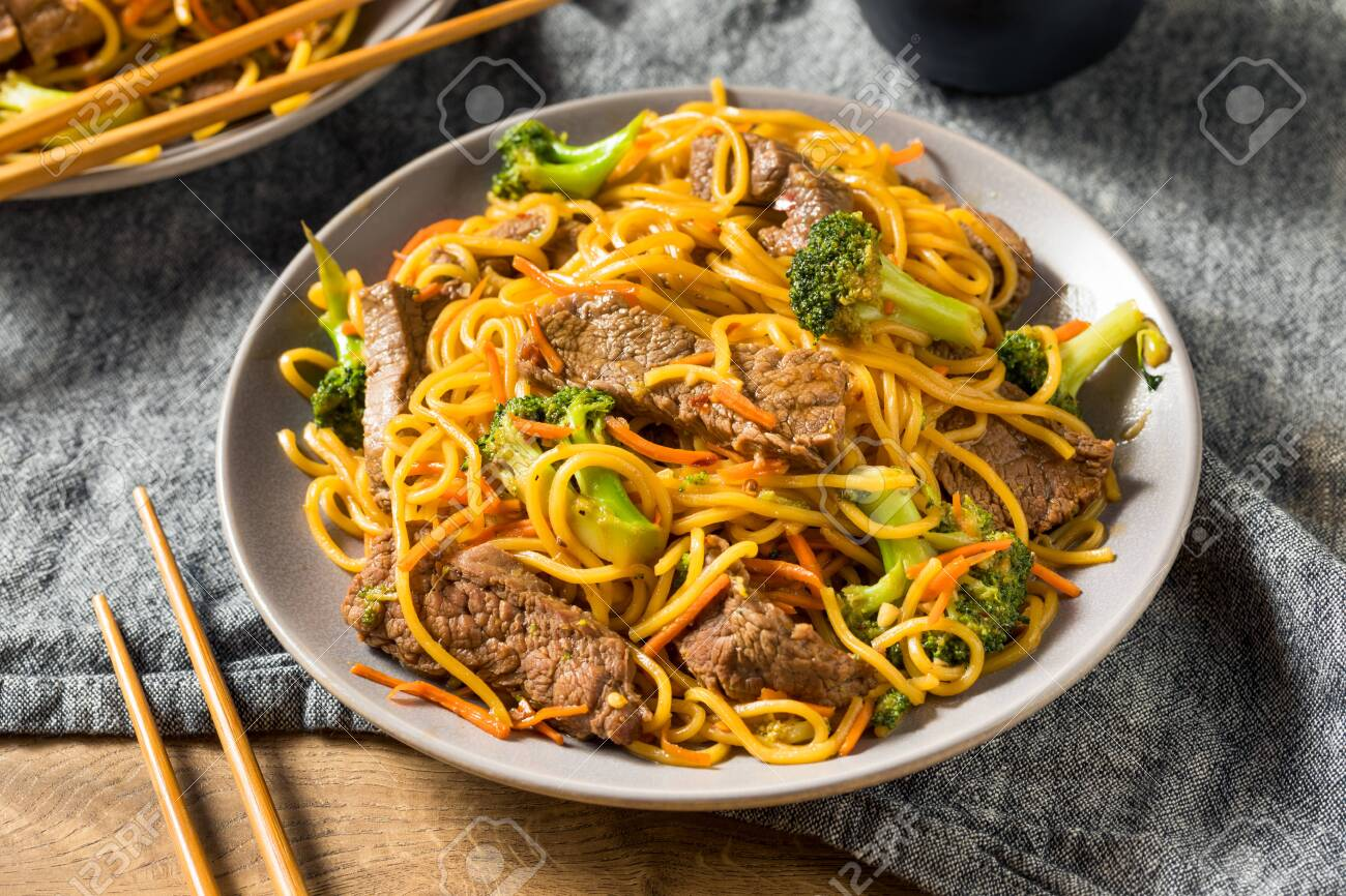 Homemade Beef Lo Mein Noodles with Carrots and Broccoli - 129457622