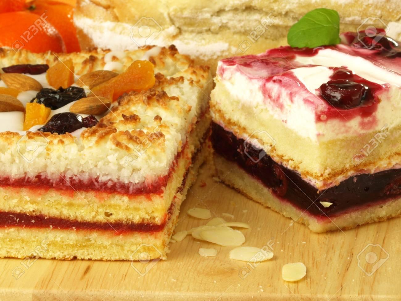 Leckere Kuchen Zum Nachtisch Obst Lizenzfreie Fotos Bilder Und