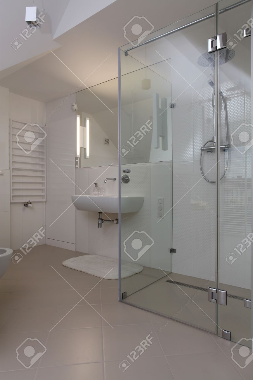 Bright modern bathroom with glass shower Stock Photo - 15530086