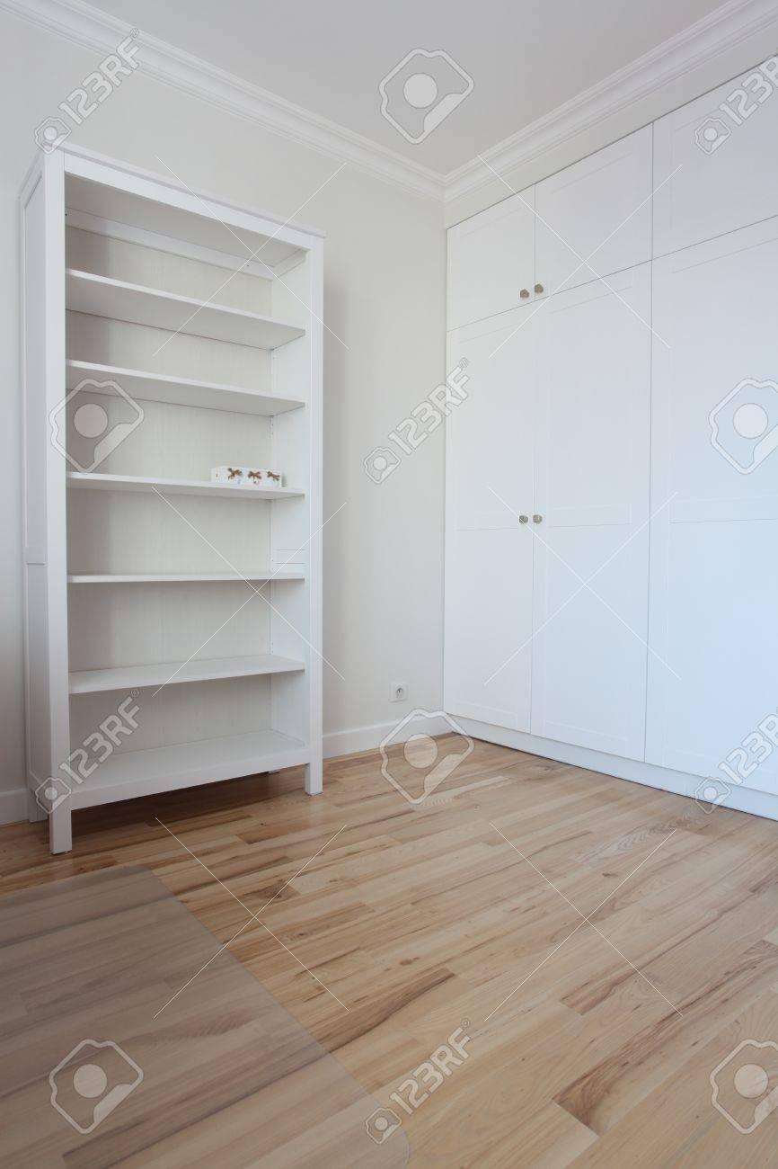 Enlèvement   chambre spacieuse et blanc vide banque d'images et ...