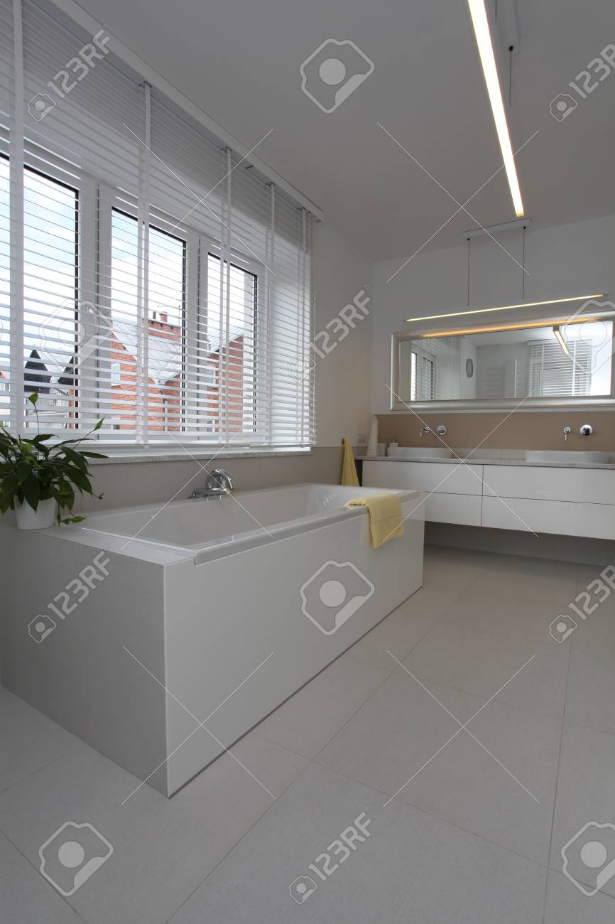 Interior of a modern and bright bathroom Stock Photo - 15566624