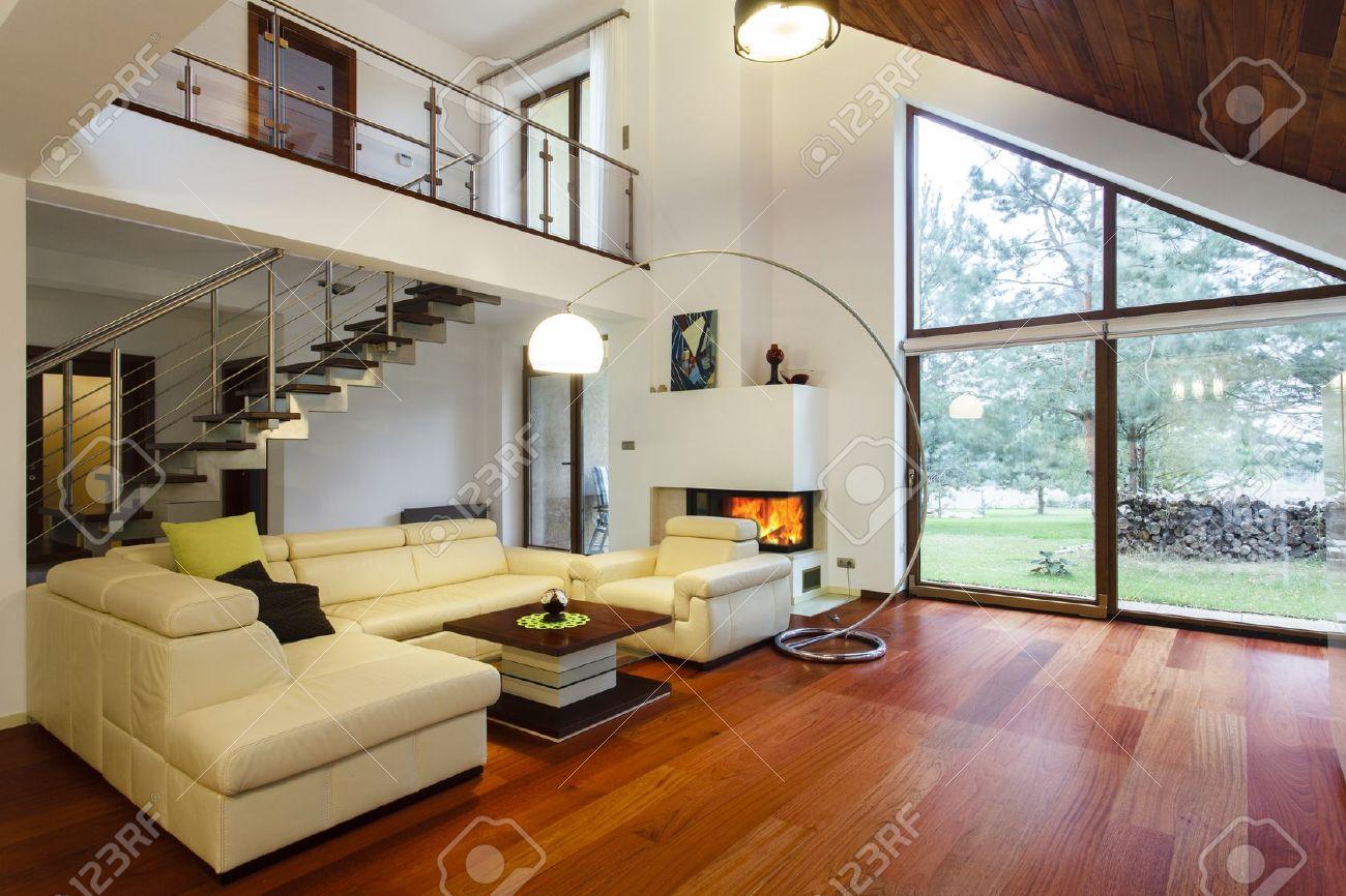 Designer-Haus Mit Zwischengeschoss Und Ein Geräumiges Wohnzimmer ...