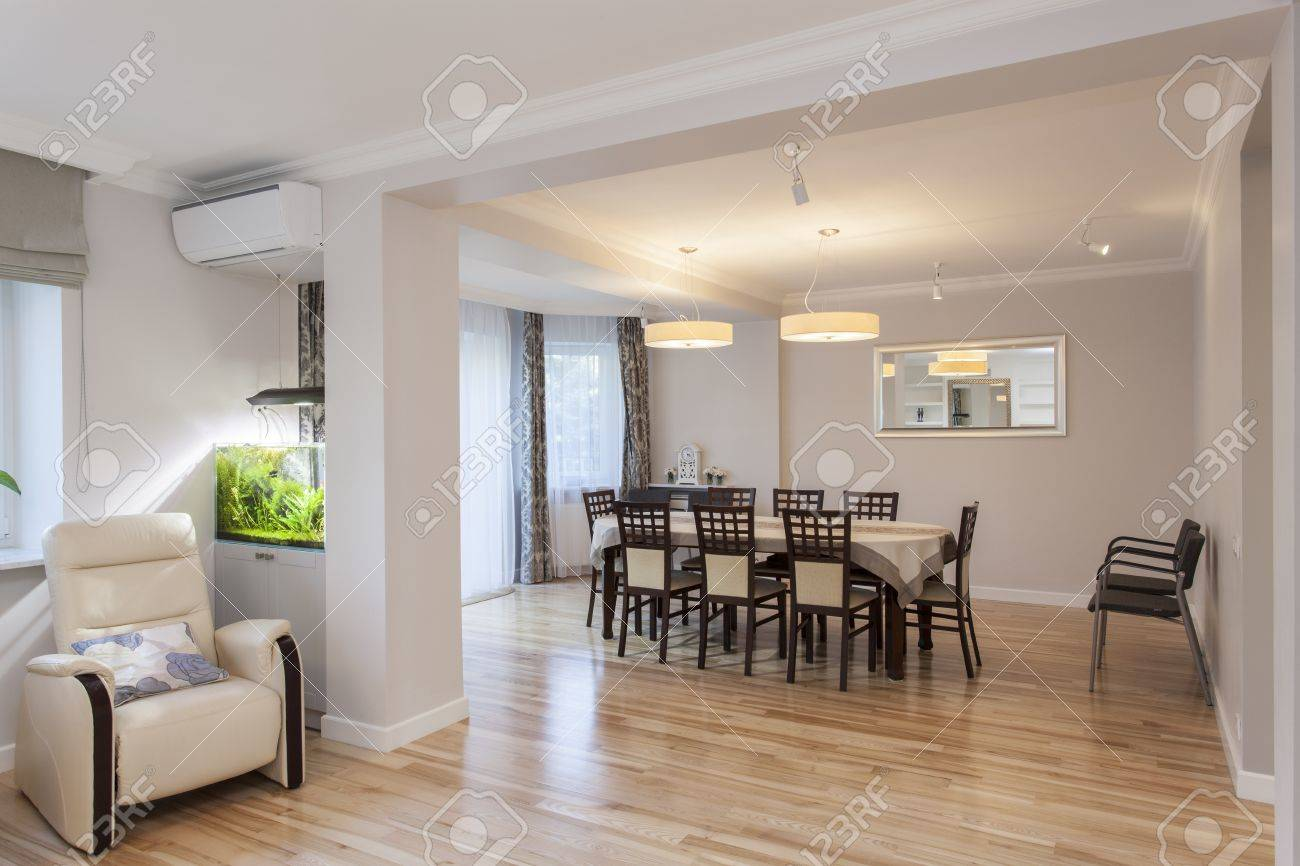 Table and chairs in elegant dining room Stock Photo - 16119429