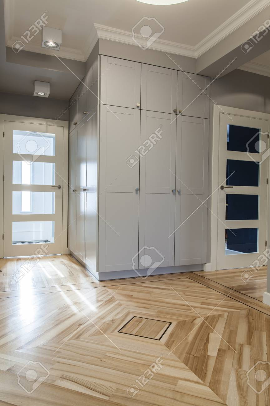 Contemporain Intérieur De La Maison: Couloir Gris Et Le Couloir ...