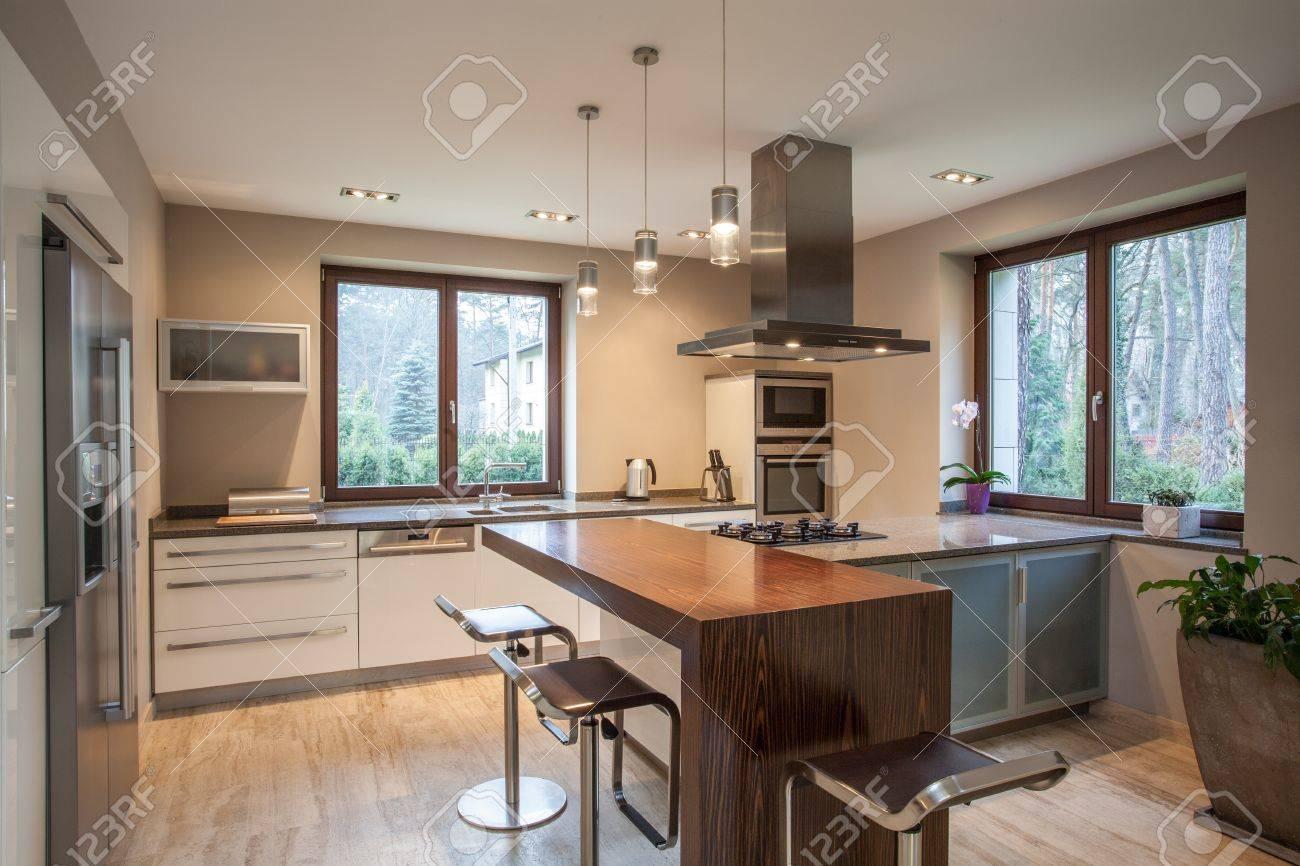 Travertin maison   vue d'un lumineux, cuisine moderne banque d ...